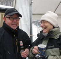 Gertrud Trageser und Berti Henn - bei Bier und Glühwein