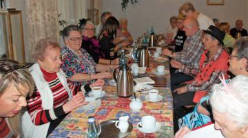 Kaffee und Kuchen beim SPD-Seniorenfasching 2019