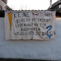 Als den Anwohnern der Schulstraße im Sommer 2015 für die Sanierung hohe Straßenausbaubeiträge drohten, äußerten sie ihren Protest. Weitere ähnliche öffentliche Reaktionen hätte man sich auch hier gewünscht.