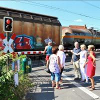 Die Situation an der Bahnschranke Stockstadt war auch ein Thema bei der Ortsbegehung der SPD-Landtagsabgeordneten Martina Fehlner.